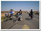 児童達が自転車でお出掛け